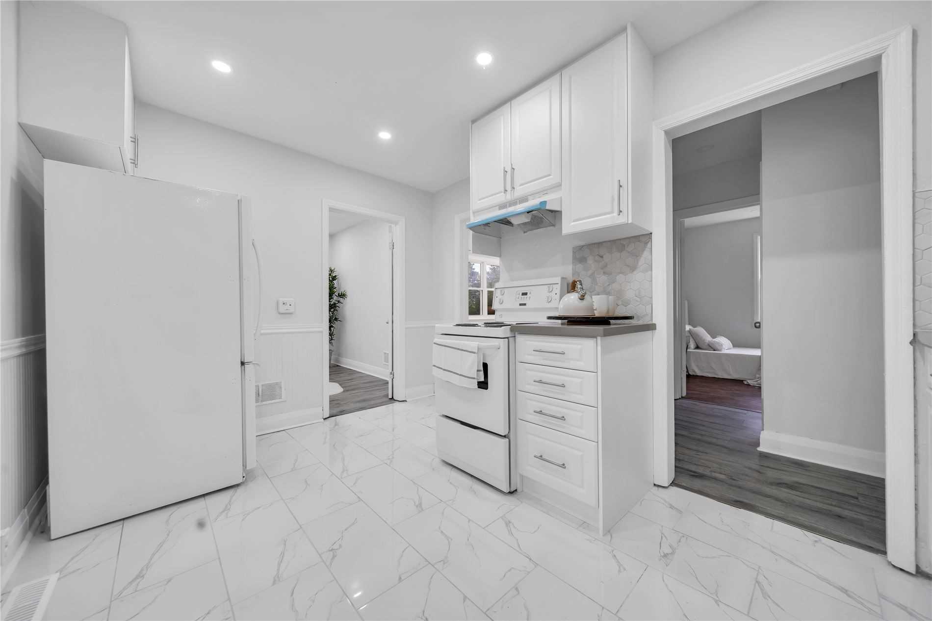 Detached house For Sale In Waterloo - 172 Moore Ave, Waterloo, Ontario, Canada N2J1X6 , 3 Bedrooms Bedrooms, ,3 BathroomsBathrooms,Detached,For Sale,Moore