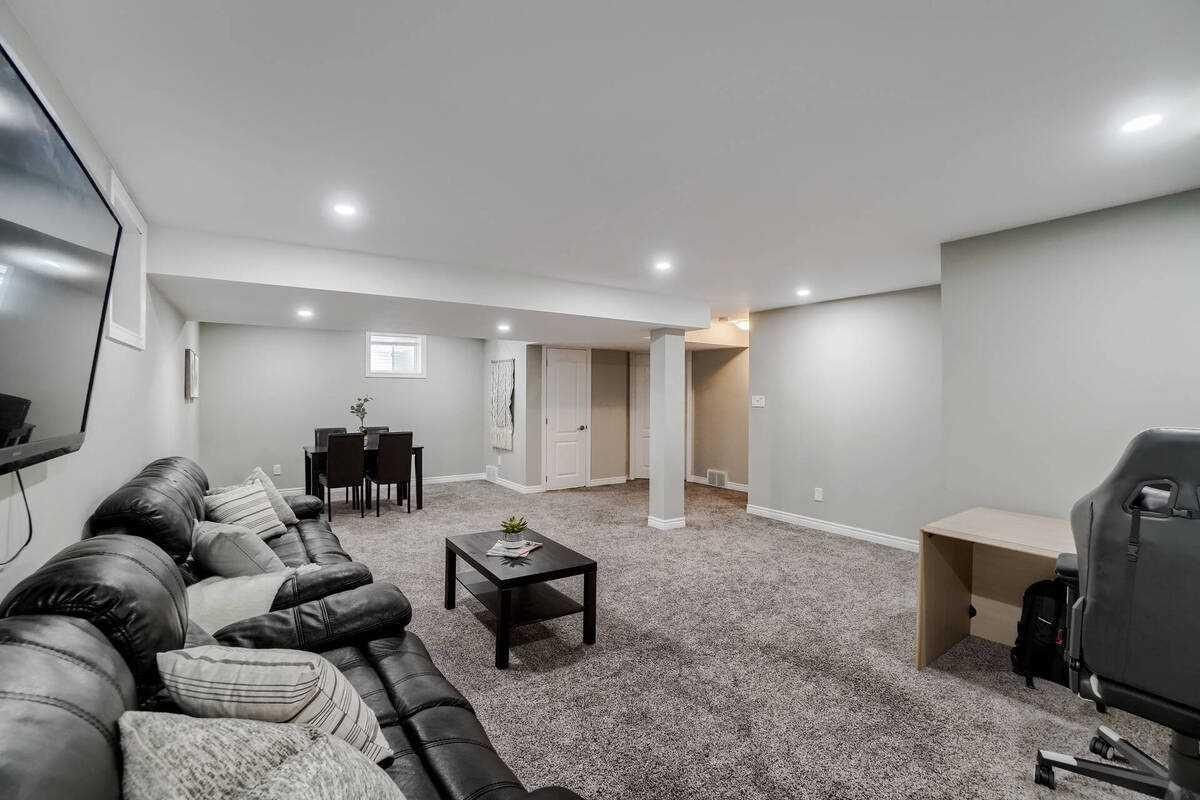 Detached house For Sale In Kitchener - 63 West Oak Tr, Kitchener, Ontario, Canada N2R 0K7 , 3 Bedrooms Bedrooms, ,4 BathroomsBathrooms,Detached,For Sale,West Oak