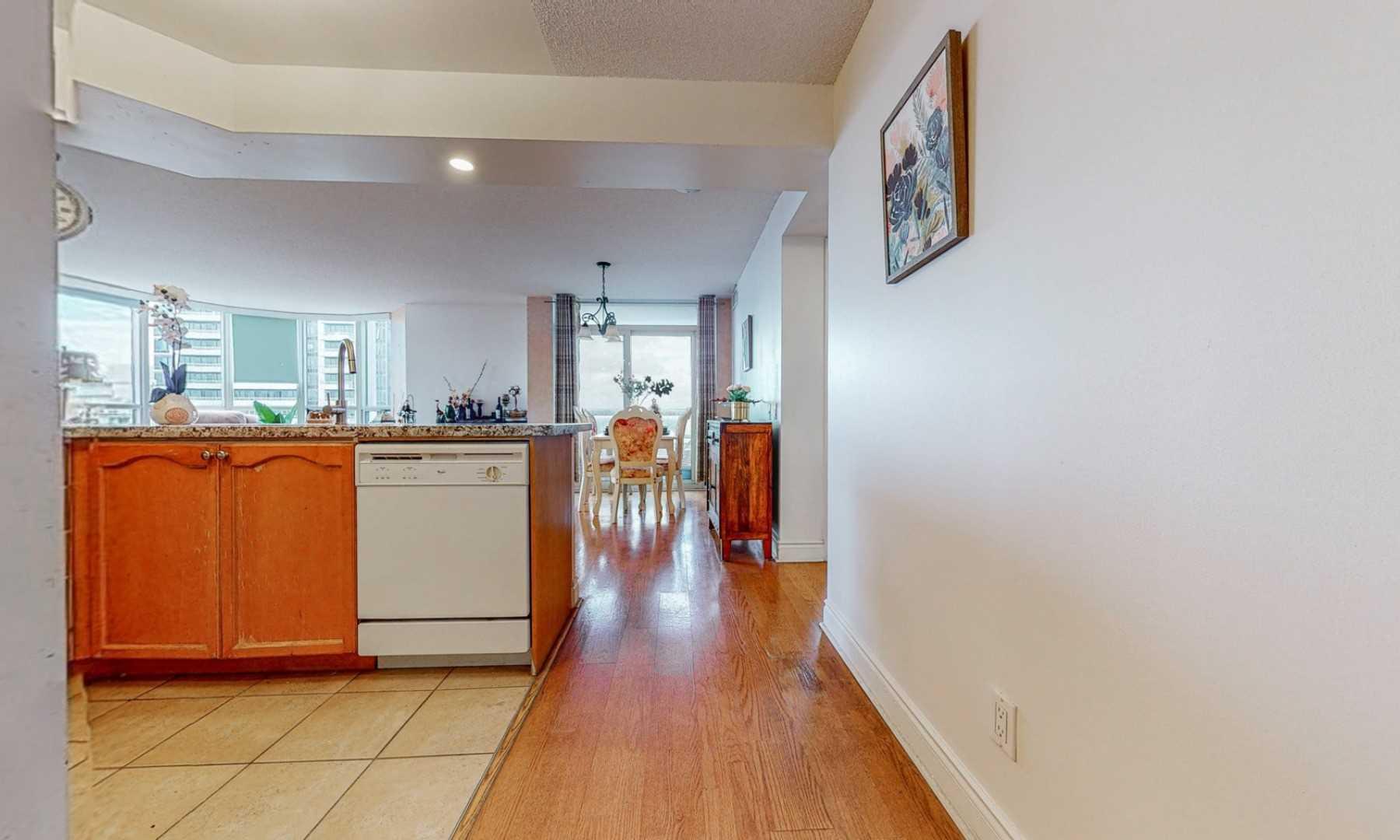 Condo Apt For Sale In Toronto , 2 Bedrooms Bedrooms, ,2 BathroomsBathrooms,Condo Apt,For Sale,1402,Northtown