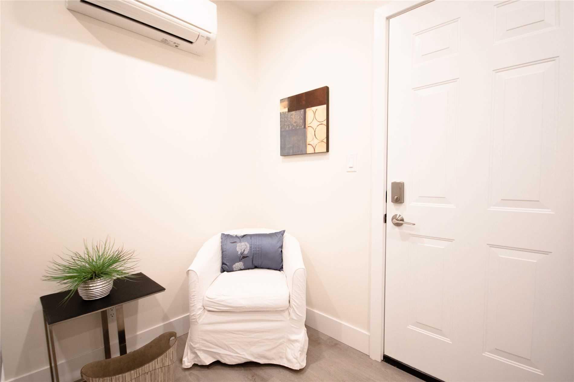 Multiplex For Lease In Toronto , 1 Bedroom Bedrooms, ,1 BathroomBathrooms,Multiplex,For Lease,2R,Gerrard
