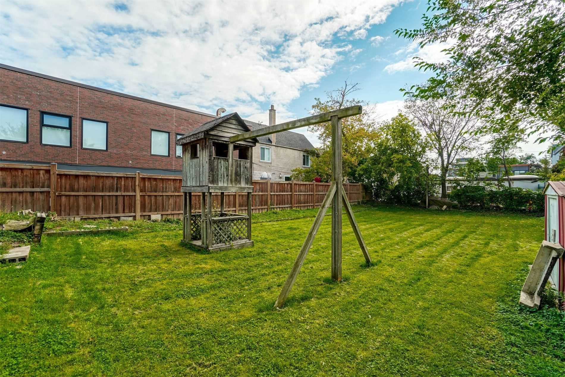 Detached house For Sale In Toronto - 367 Melrose Ave, Toronto, Ontario, Canada M5M1Z6 , 4 Bedrooms Bedrooms, ,2 BathroomsBathrooms,Detached,For Sale,Melrose