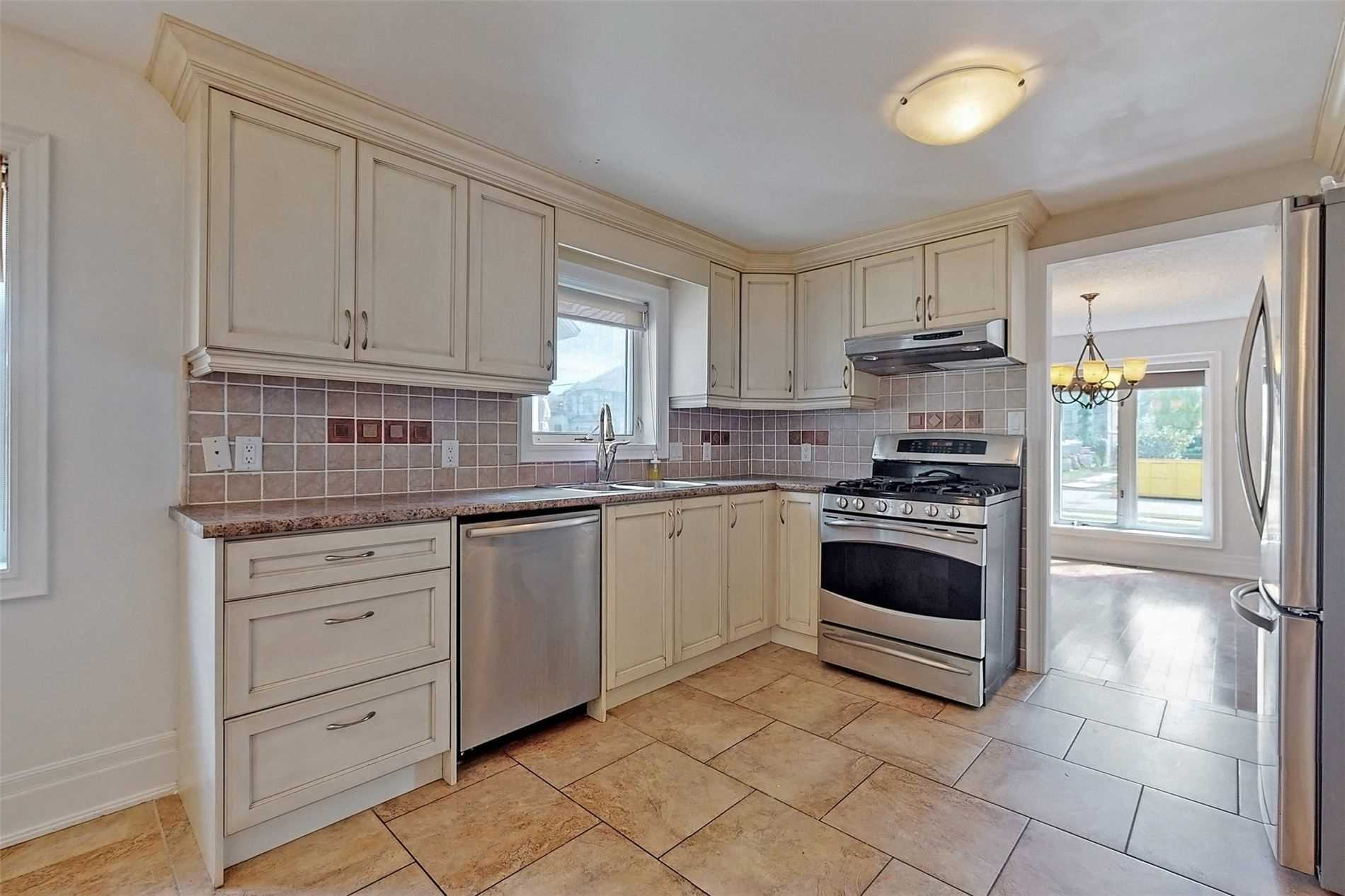 Detached house For Sale In Richmond Hill - 64 Bond Cres, Richmond Hill, Ontario, Canada L4E3K5 , 3 Bedrooms Bedrooms, ,3 BathroomsBathrooms,Detached,For Sale,Bond