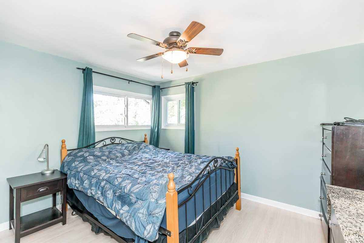 Detached house For Sale In Tay - 568 Barnes Ave, Tay, Ontario, Canada L0K1R0 , 4 Bedrooms Bedrooms, ,2 BathroomsBathrooms,Detached,For Sale,Barnes
