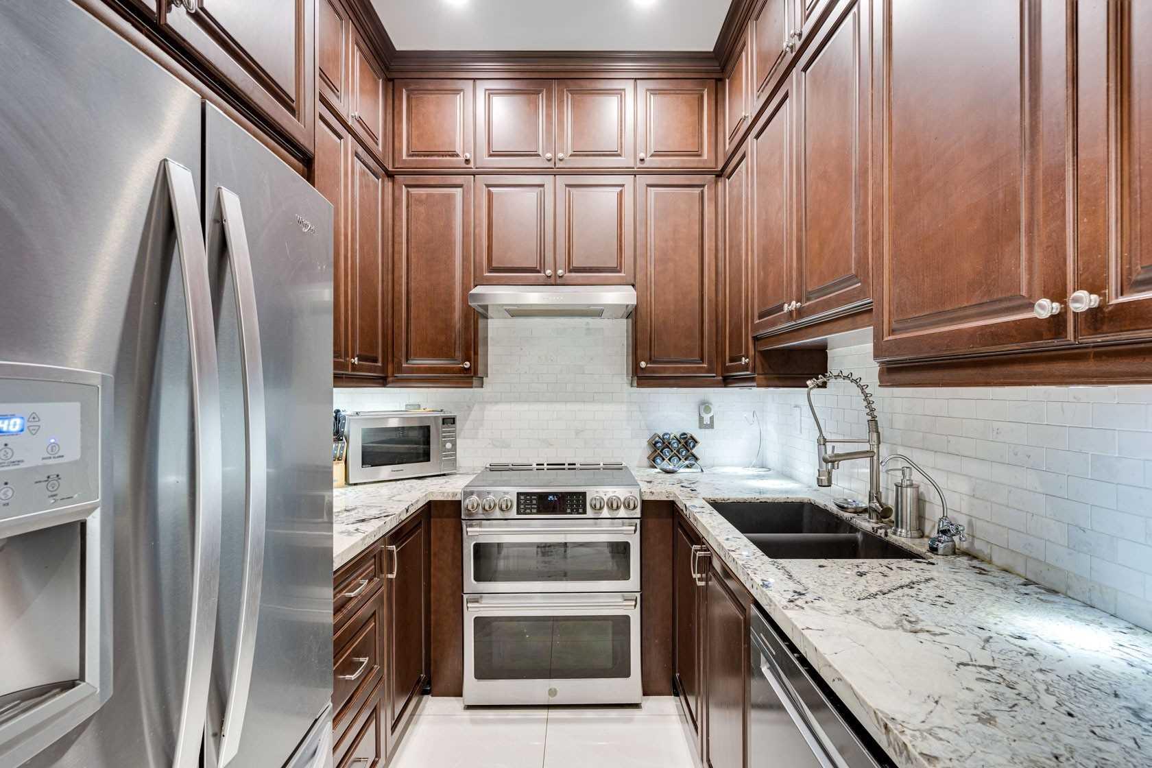 Detached house For Sale In Burlington - 2637 Bluffs Way, Burlington, Ontario, Canada L7M0T8 , 5 Bedrooms Bedrooms, ,3 BathroomsBathrooms,Detached,For Sale,Bluffs