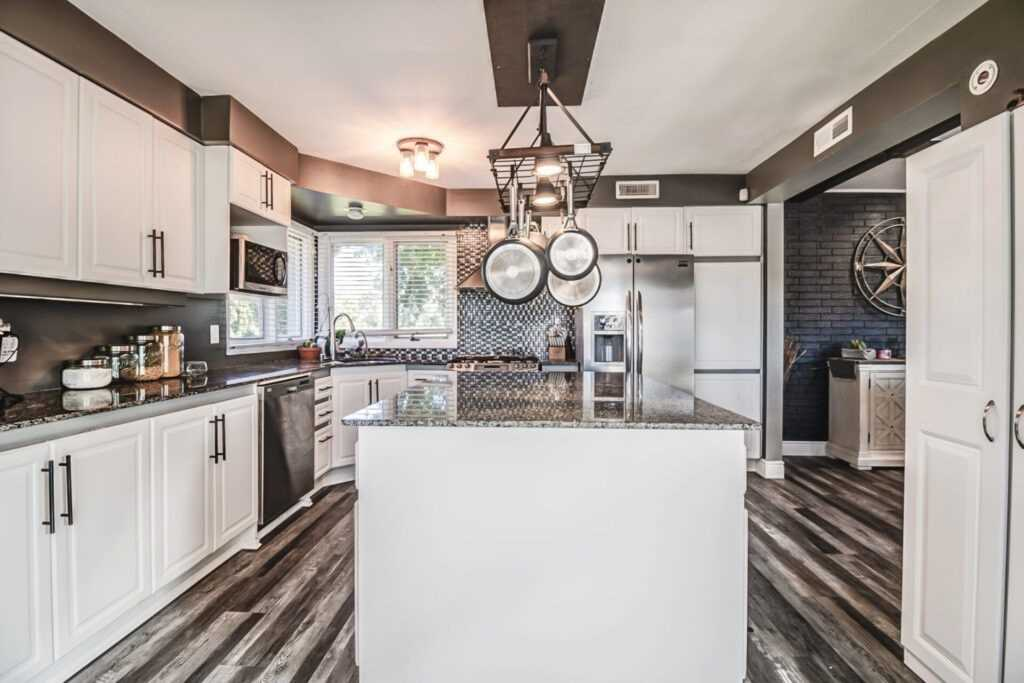 Detached house For Sale In LaSalle - 400 Martin Lane, LaSalle, Ontario, Canada N9J 2M5 , 4 Bedrooms Bedrooms, ,2 BathroomsBathrooms,Detached,For Sale,Martin