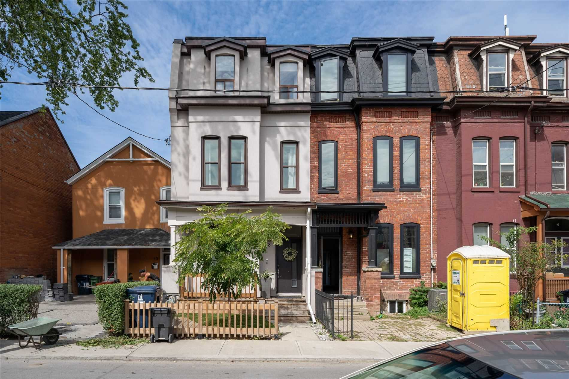 8 D'arcy St, Toronto, Ontario M5T1J7, 4 Bedrooms Bedrooms, 12 Rooms Rooms,3 BathroomsBathrooms,Att/row/twnhouse,For Sale,D'arcy,C5379738