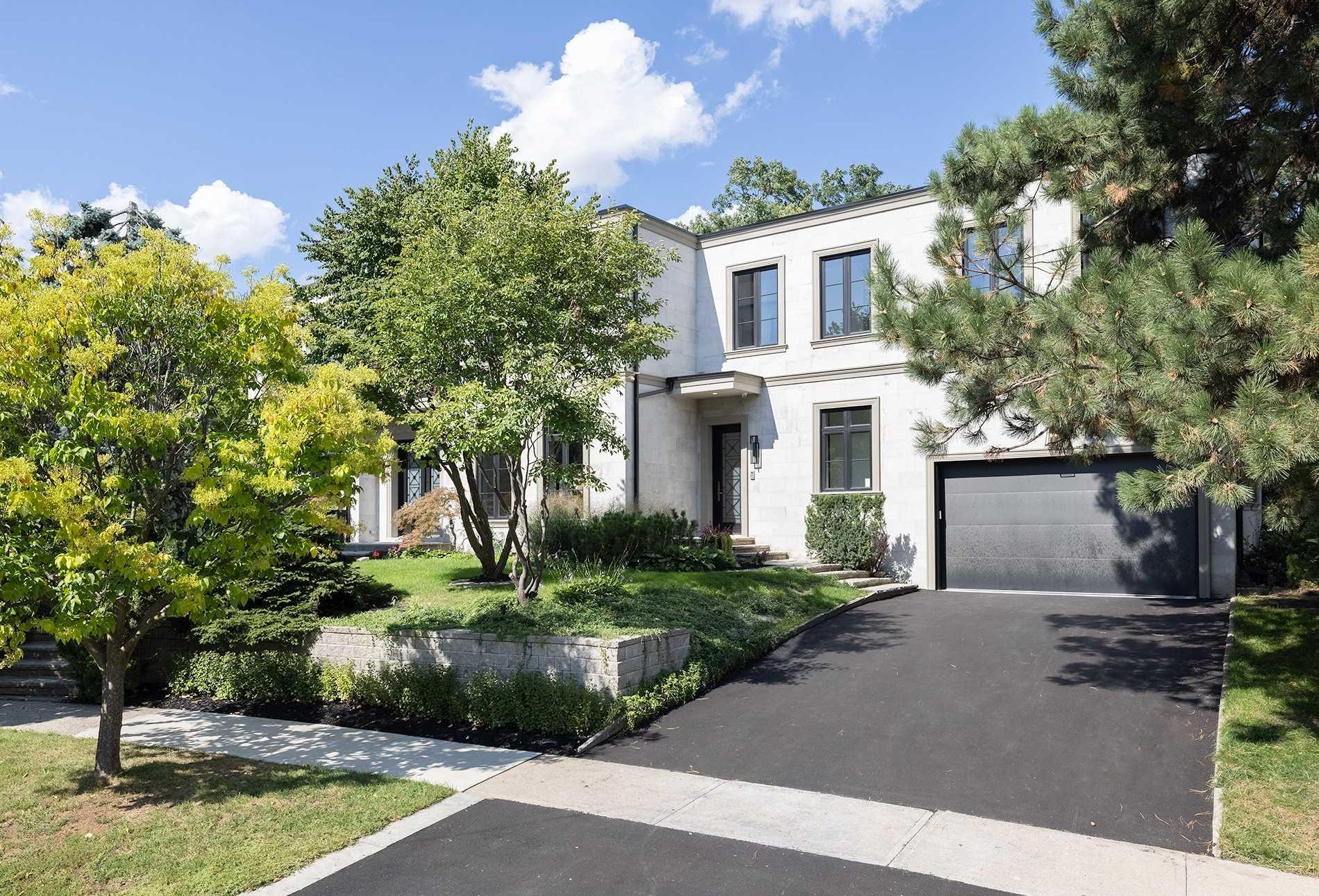 4 Braywin Dr, Toronto, Ontario M9P2P1, 4 Bedrooms Bedrooms, 10 Rooms Rooms,5 BathroomsBathrooms,Detached,For Sale,Braywin,W5380096