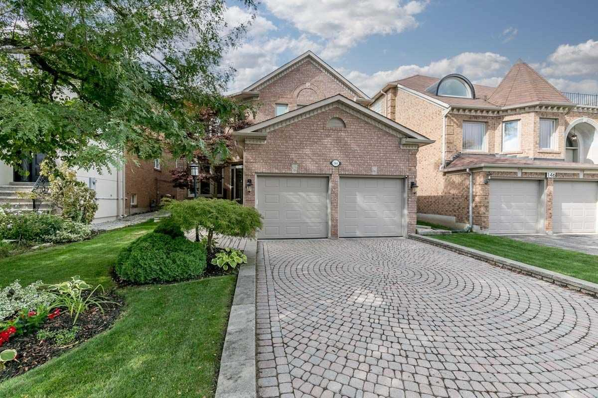 Detached house For Sale In Richmond Hill