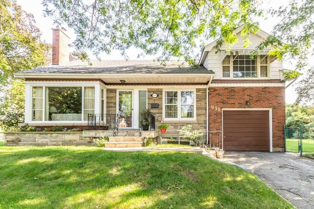Detached house For Sale In Burlington