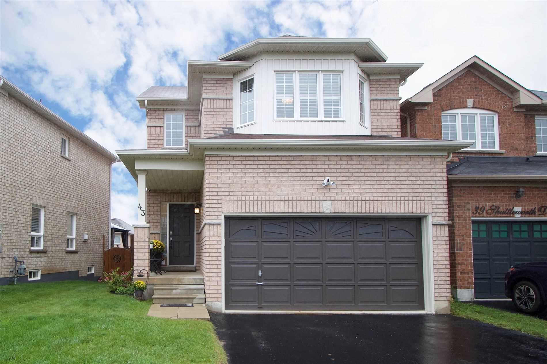 Detached house For Sale In Clarington