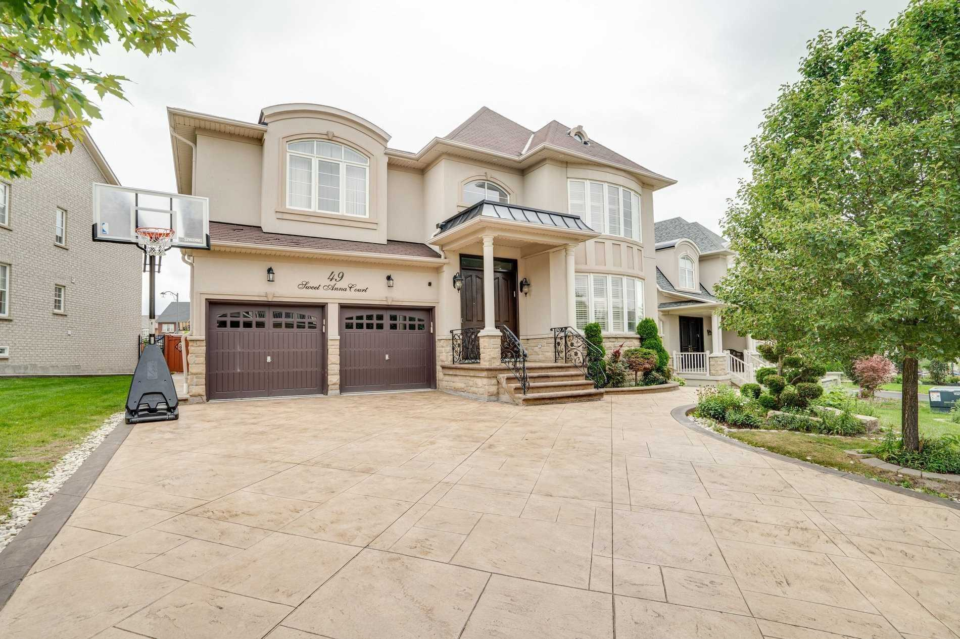 Detached house For Sale In Vaughan