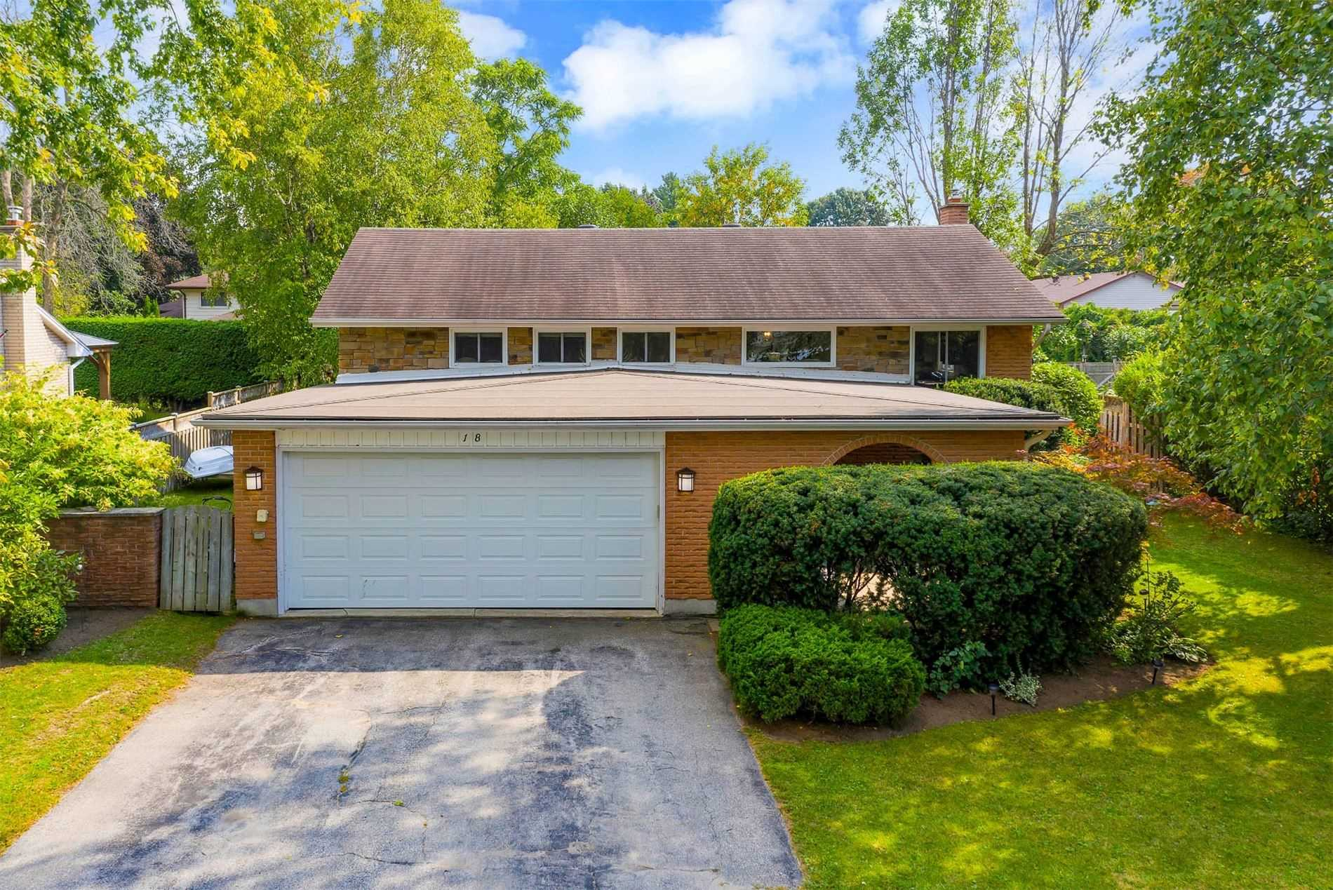 Detached house For Sale In Collingwood
