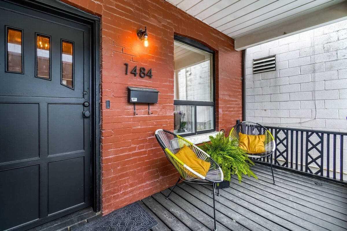 Semi-Detached For Sale In Toronto , 4 Bedrooms Bedrooms, ,2 BathroomsBathrooms,Semi-Detached,For Sale,Dupont