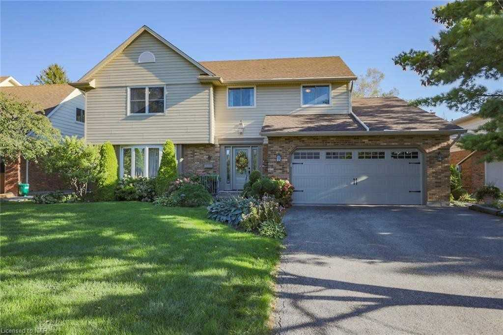 Detached house For Sale In St. Catharines - 9 Lantana Circ, St. Catharines, Ontario, Canada L2M 7M5 , 4 Bedrooms Bedrooms, ,4 BathroomsBathrooms,Detached,For Sale,Lantana