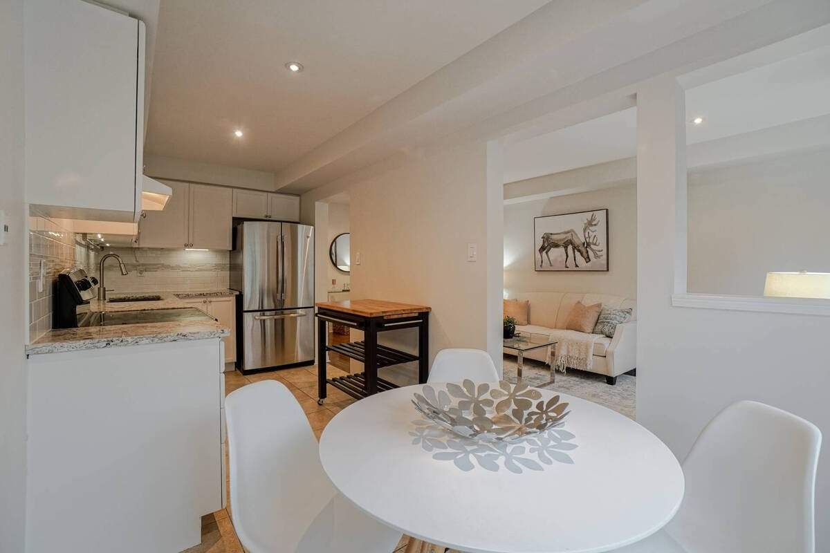 Condo Townhouse For Sale In Mississauga , 3 Bedrooms Bedrooms, ,3 BathroomsBathrooms,Condo Townhouse,For Sale,105,Joymar