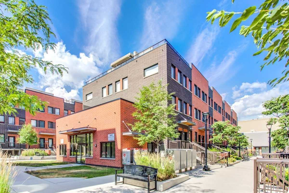 Condo Townhouse for sale In Toronto