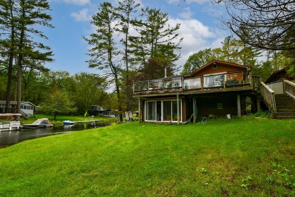 Detached house For Sale In Smith-Ennismore-Lakefield