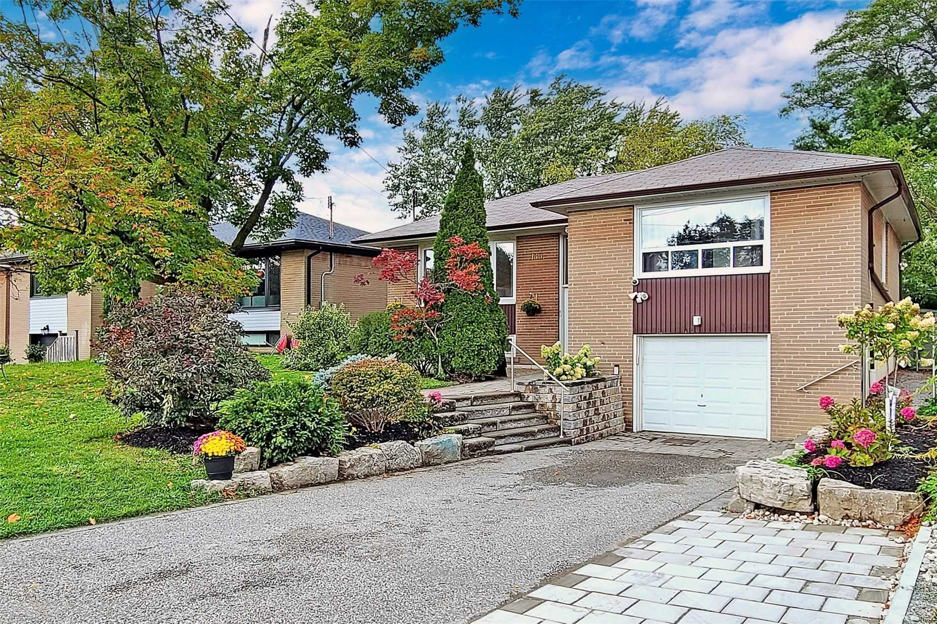 Detached house For Sale In Toronto - 180 Acton Ave, Toronto, Ontario, Canada M3H4H5 , 3 Bedrooms Bedrooms, ,3 BathroomsBathrooms,Detached,For Sale,Acton
