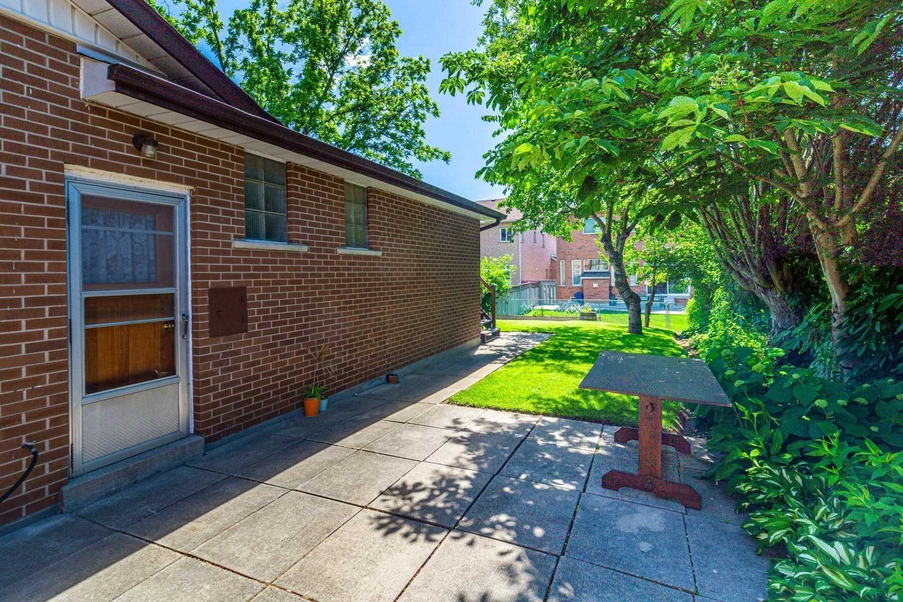Detached house For Lease In Toronto - 22 Redcastle Cres, Toronto, Ontario, Canada M1T1V3 , 3 Bedrooms Bedrooms, ,2 BathroomsBathrooms,Detached,For Lease,Redcastle