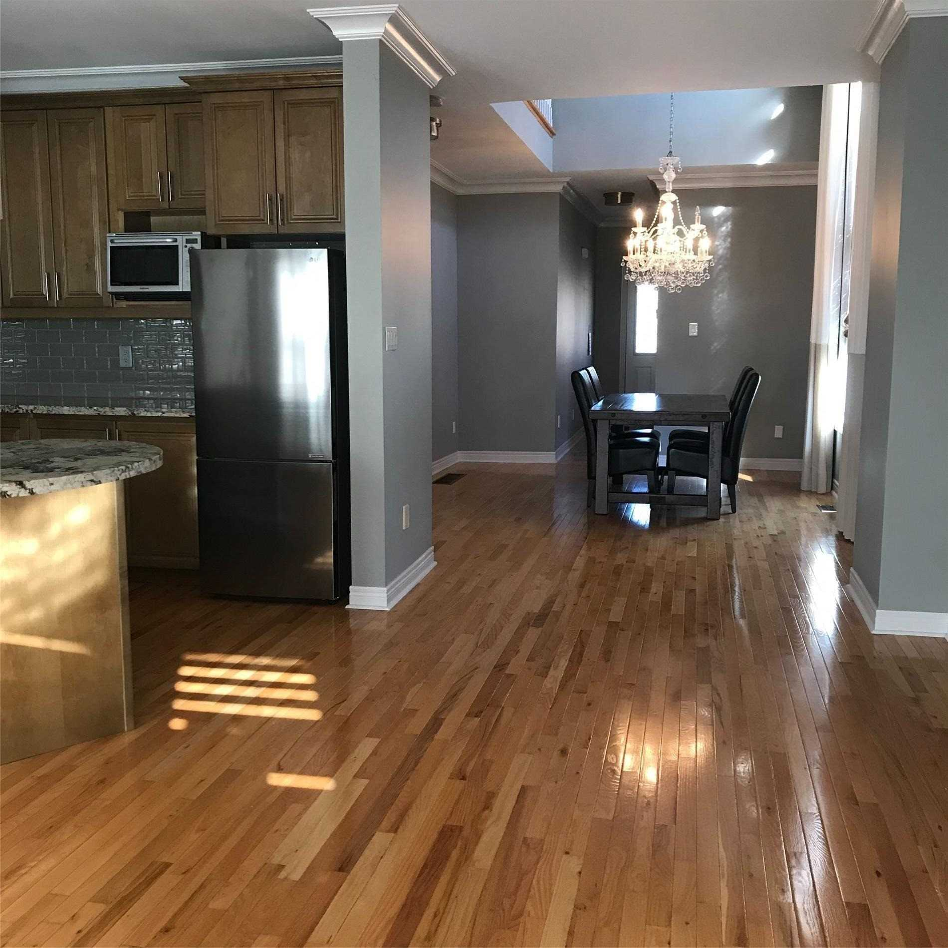 Att/row/twnhouse For Lease In Richmond Hill