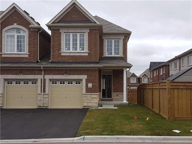 Semi-Detached For Lease In Richmond Hill