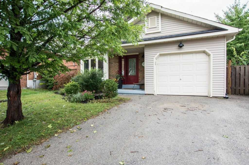 Detached house For Sale In Barrie