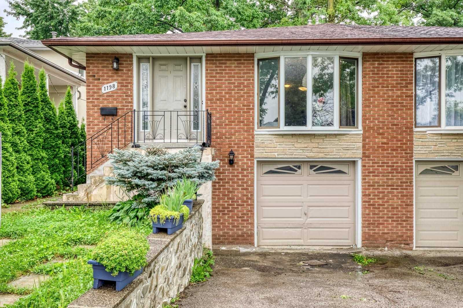 Semi-Detached For Sale In Mississauga , 3 Bedrooms Bedrooms, ,2 BathroomsBathrooms,Semi-Detached,For Sale,Fairdale