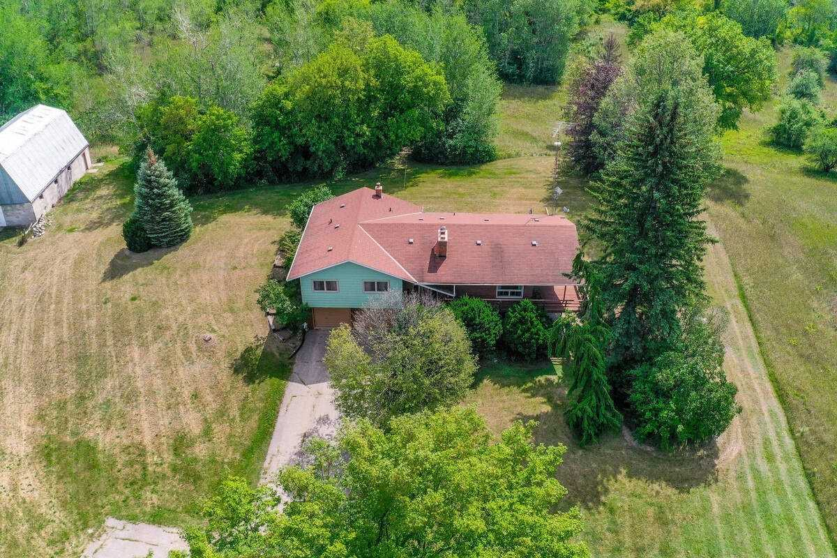 Detached house For Sale In Caledon - 3861 The Grange Sdrd, Caledon, Ontario, Canada L7C0G1 , 3 Bedrooms Bedrooms, ,3 BathroomsBathrooms,Detached,For Sale,The Grange