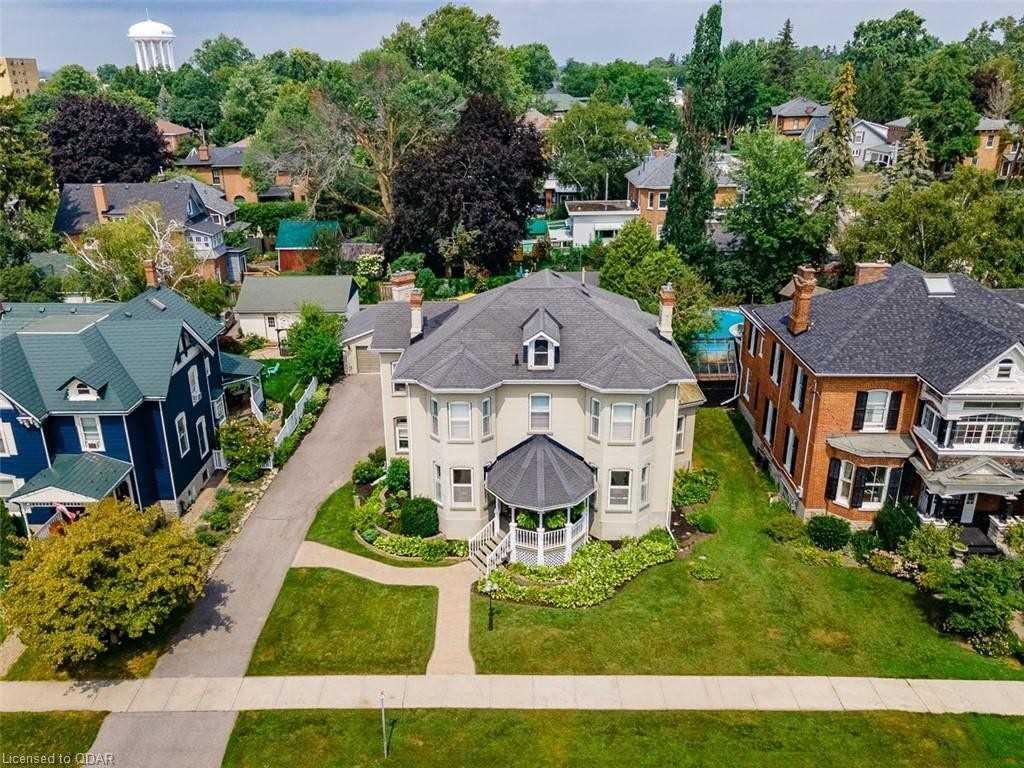 Detached house For Sale In Belleville