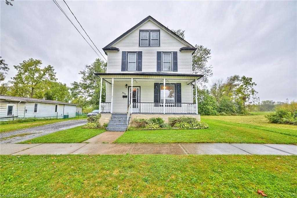 Detached house For Sale In Niagara Falls