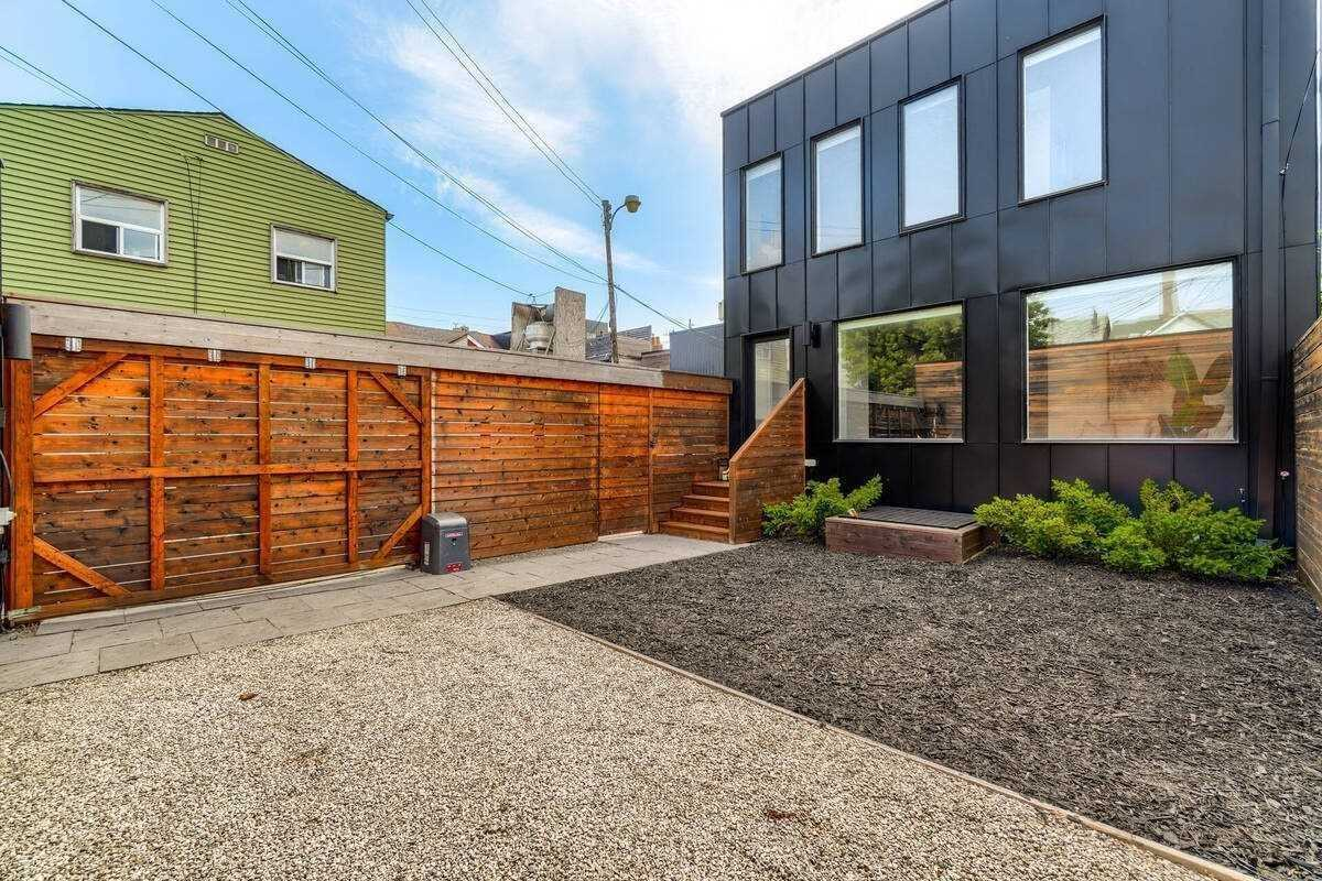 Condo Townhouse For Lease In Toronto , 3 Bedrooms Bedrooms, ,2 BathroomsBathrooms,Condo Townhouse,For Lease,A,Palmerston