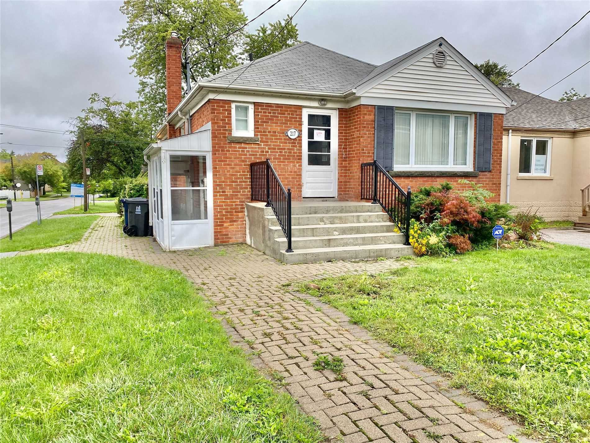 Detached house For Lease In Toronto - 217 Sheppard Ave, Toronto, Ontario, Canada M2N1N2 , 3 Bedrooms Bedrooms, ,2 BathroomsBathrooms,Detached,For Lease,Sheppard