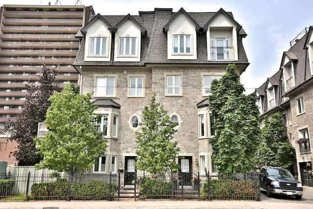 Att/row/twnhouse For Lease In Toronto , 3 Bedrooms Bedrooms, ,3 BathroomsBathrooms,Att/row/twnhouse,For Lease,Spadina