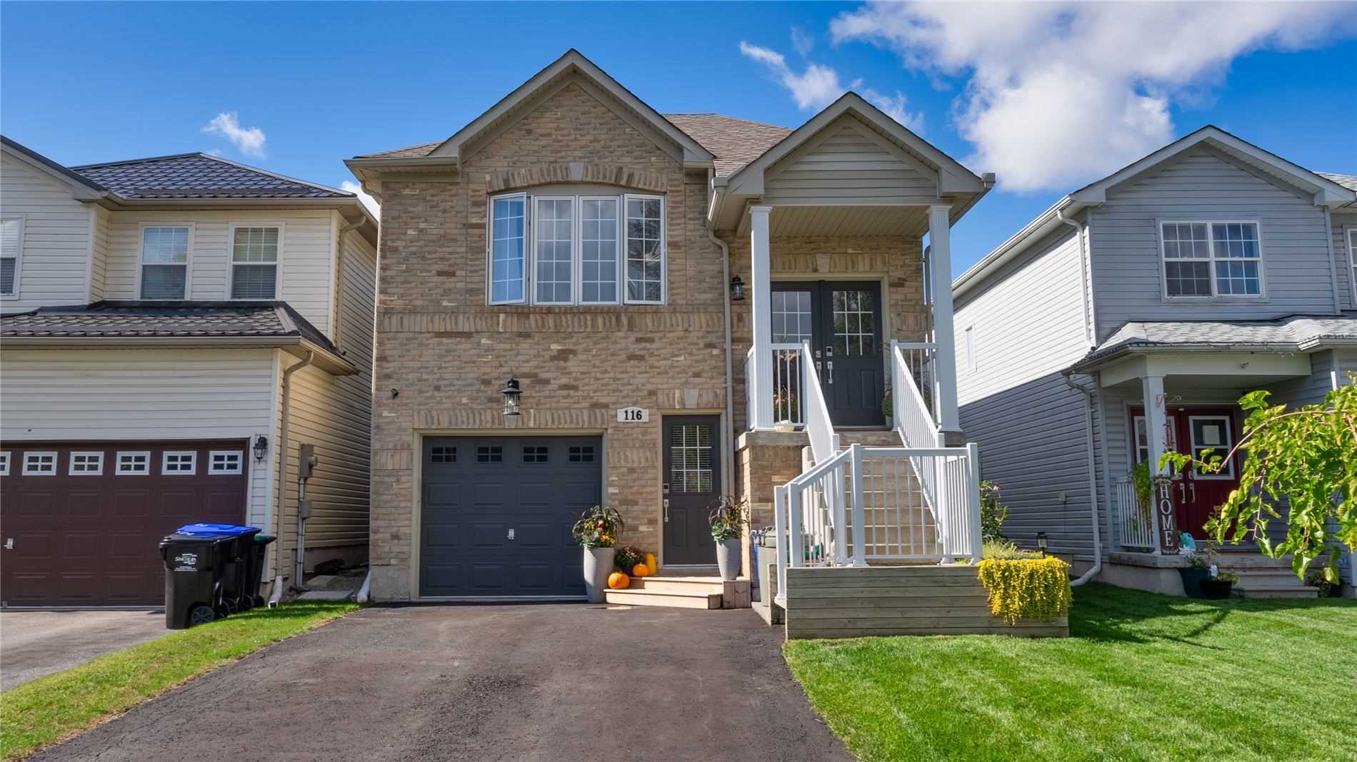 Detached house For Sale In Essa - 116 Maplewood Dr, Essa, Ontario, Canada L0M 1B4 , 2 Bedrooms Bedrooms, ,3 BathroomsBathrooms,Detached,For Sale,Maplewood