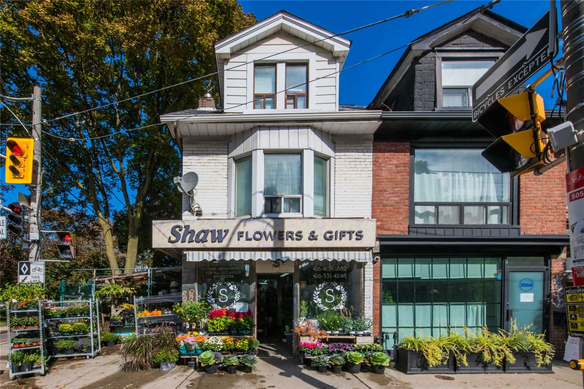 Store W/apt/office For Sale In Toronto , ,Store W/apt/office,For Sale,Dundas