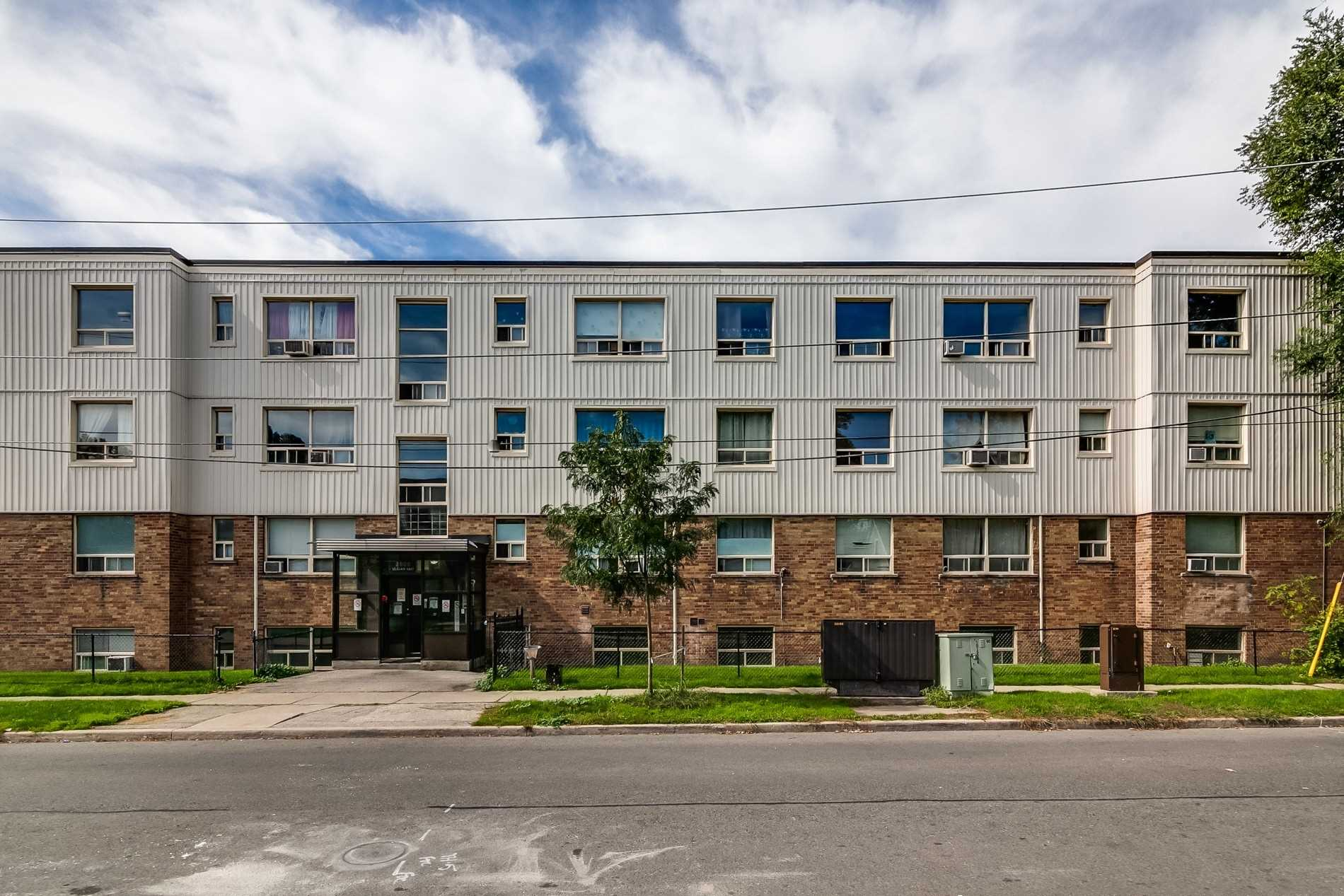 Multiplex For Lease In Toronto , 2 Bedrooms Bedrooms, ,1 BathroomBathrooms,Multiplex,For Lease,308,St Clair