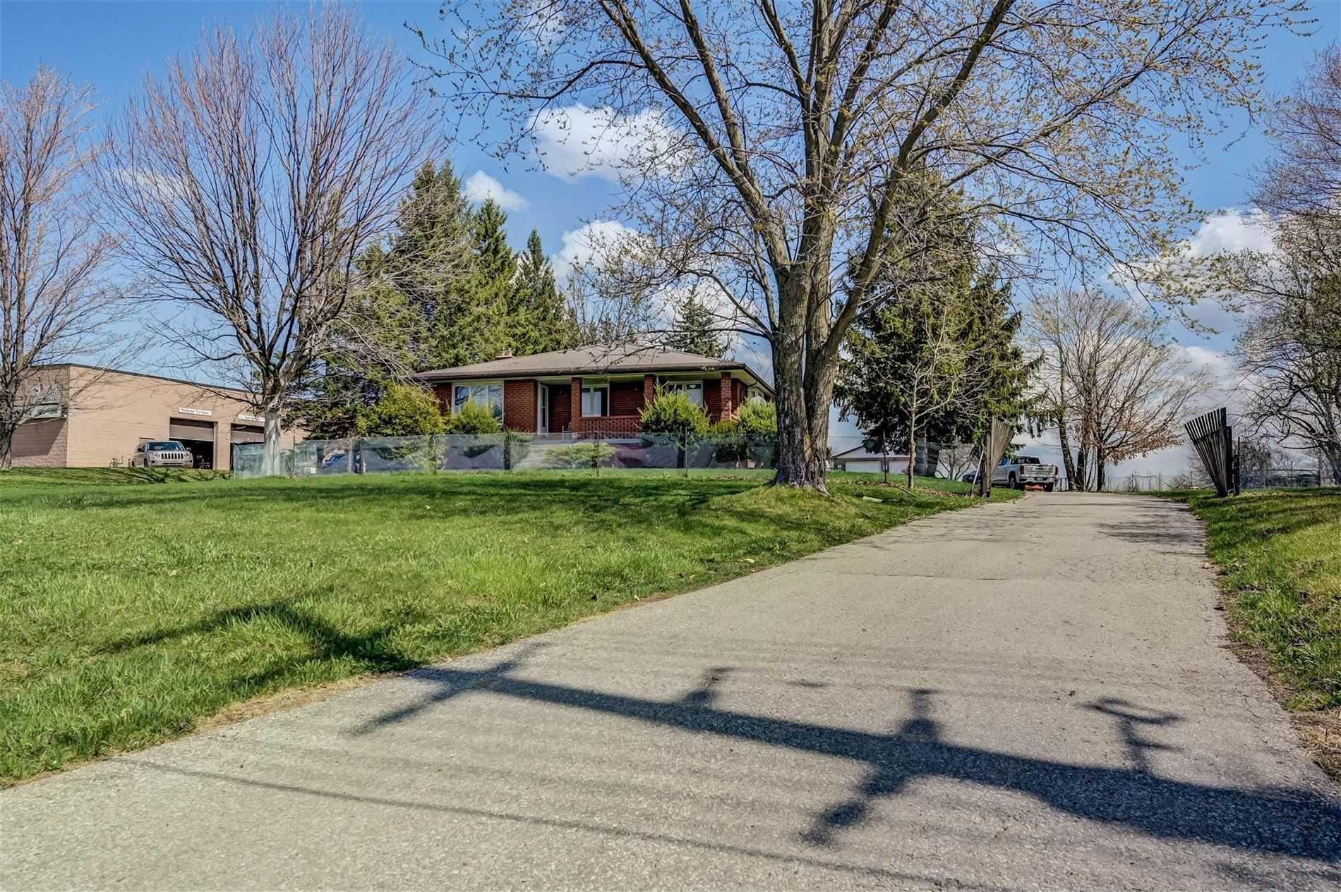 Detached house For Sale In Georgina - 24657 Woodbine Ave, Georgina, Ontario, Canada L4P 3E9 , 2 Bedrooms Bedrooms, ,3 BathroomsBathrooms,Detached,For Sale,Woodbine