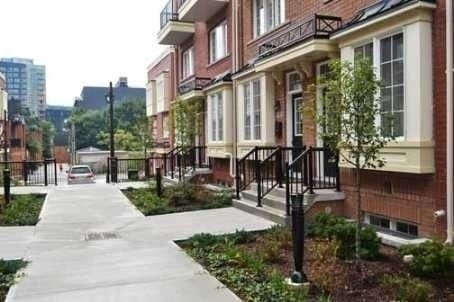 Att/row/twnhouse For Lease In Toronto , 3 Bedrooms Bedrooms, ,3 BathroomsBathrooms,Att/row/twnhouse,For Lease,Raffeix