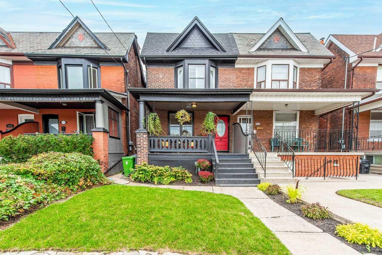 Semi-Detached For Sale In Toronto , 3 Bedrooms Bedrooms, ,1 BathroomBathrooms,Semi-Detached,For Sale,Brock