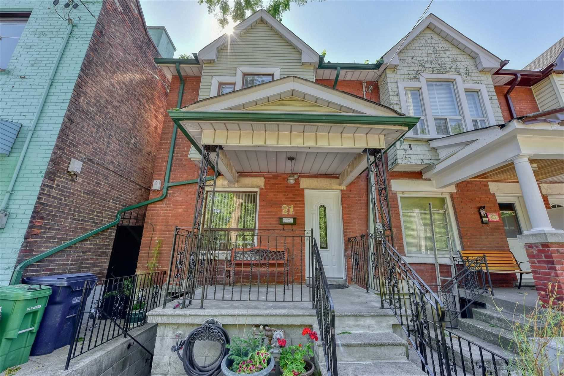 Semi-Detached For Lease In Toronto , 3 Bedrooms Bedrooms, ,2 BathroomsBathrooms,Semi-Detached,For Lease,Shirley