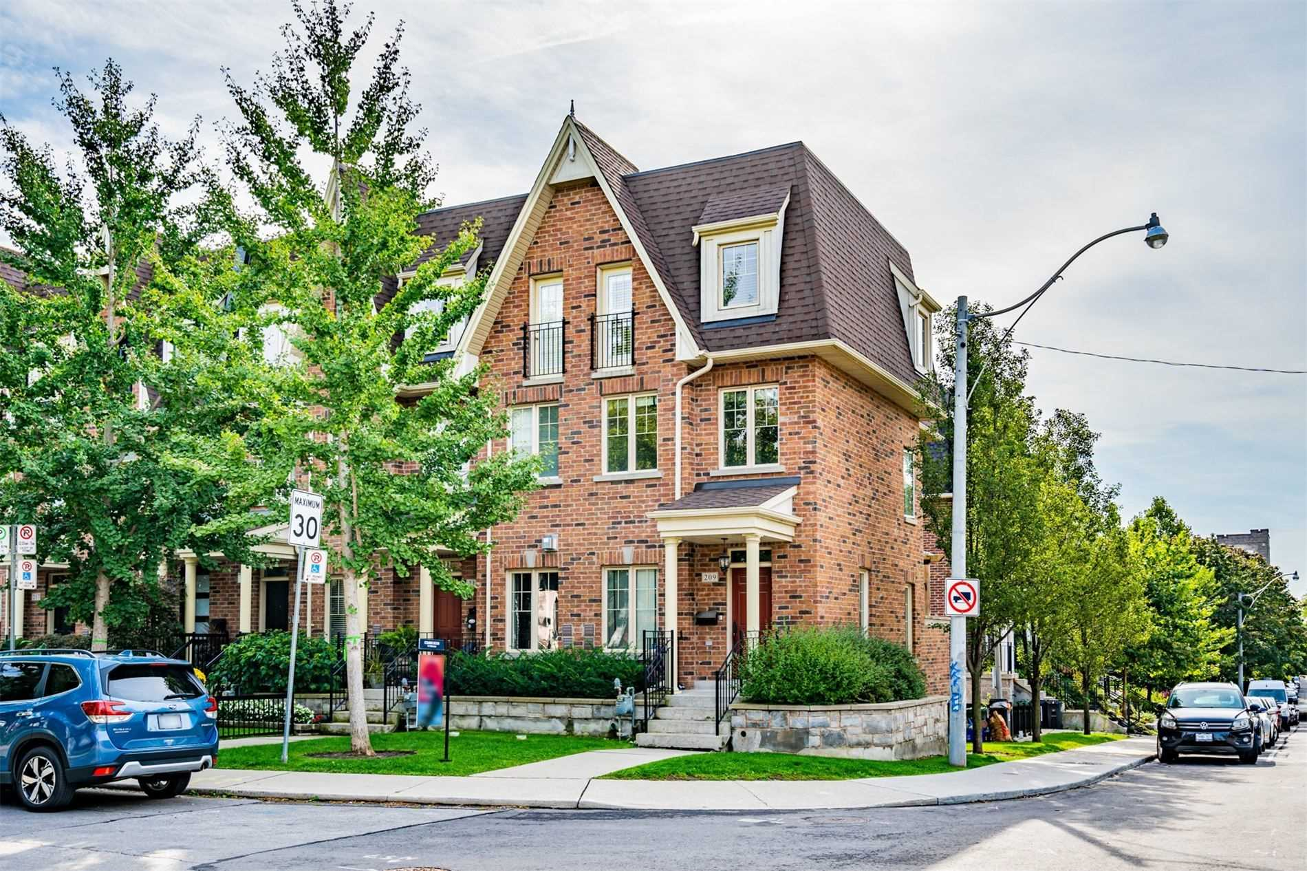 Att/row/twnhouse For Lease In Toronto , 3 Bedrooms Bedrooms, ,3 BathroomsBathrooms,Att/row/twnhouse,For Lease,First