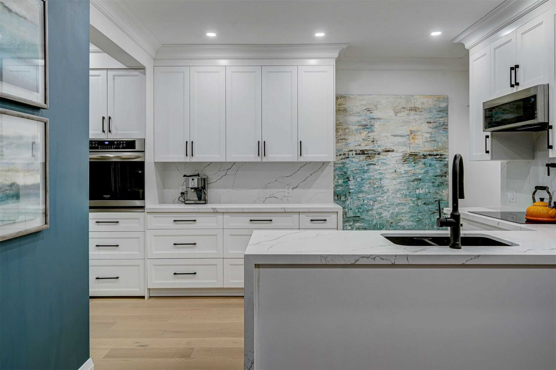 Semi-Detached For Sale In Toronto , 4 Bedrooms Bedrooms, ,3 BathroomsBathrooms,Semi-Detached,For Sale,Hogarth