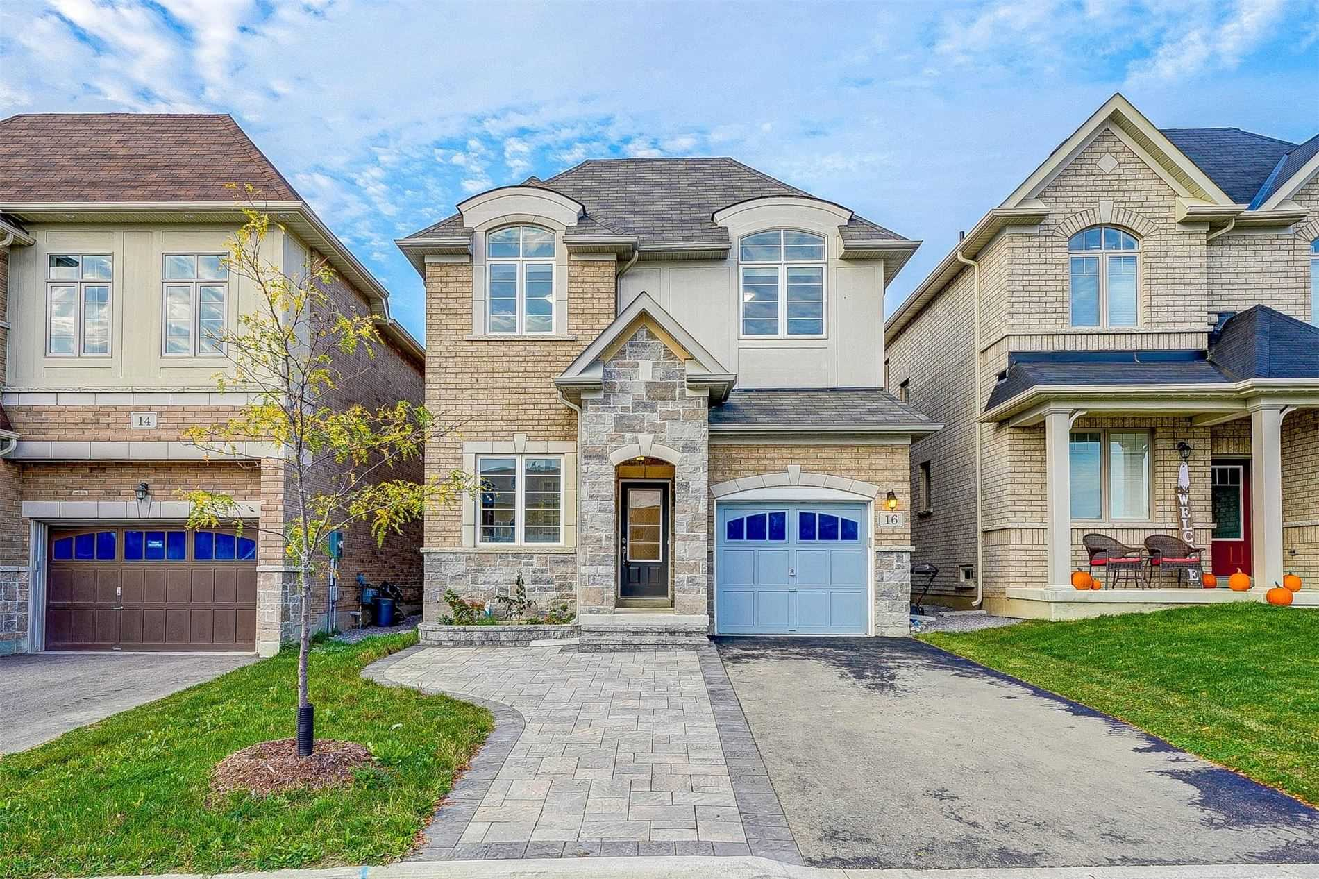 Detached house For Sale In East Gwillimbury