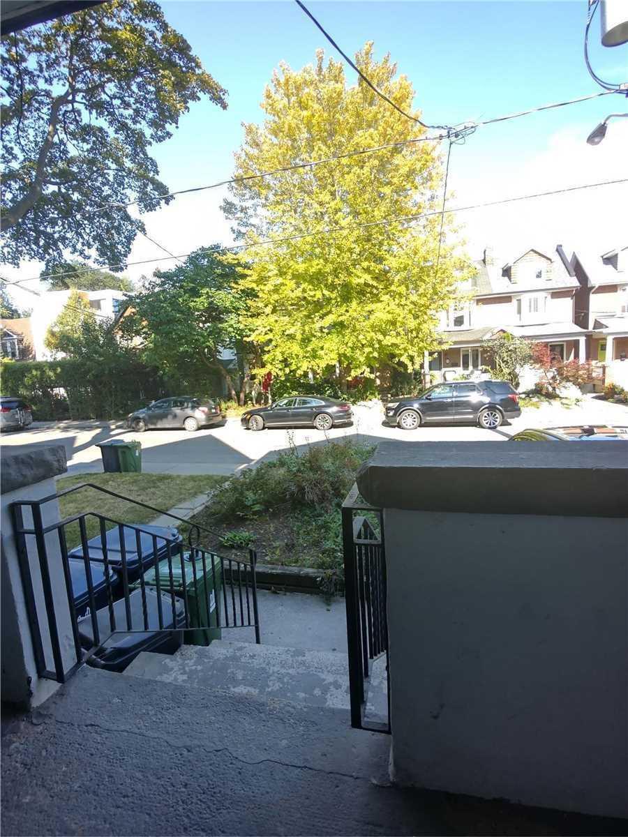 Triplex For Lease In Toronto , 1 Bedroom Bedrooms, ,1 BathroomBathrooms,Triplex,For Lease,Main Fl,Eaton