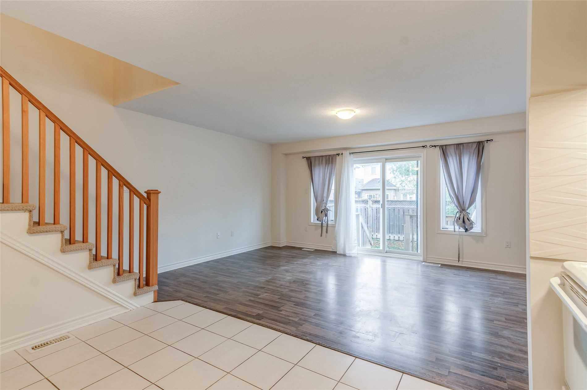 Condo Townhouse For Sale In Guelph , 3 Bedrooms Bedrooms, ,4 BathroomsBathrooms,Condo Townhouse,For Sale,Arlington