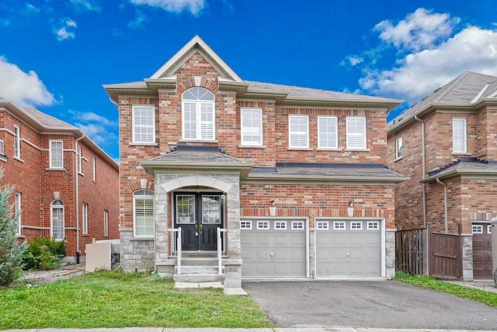 Detached house For Lease In Richmond Hill