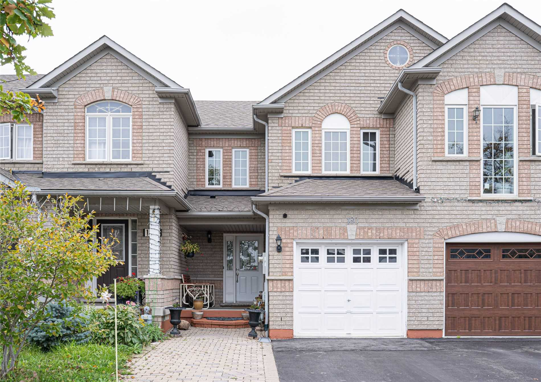 Att/row/twnhouse For Lease In Vaughan