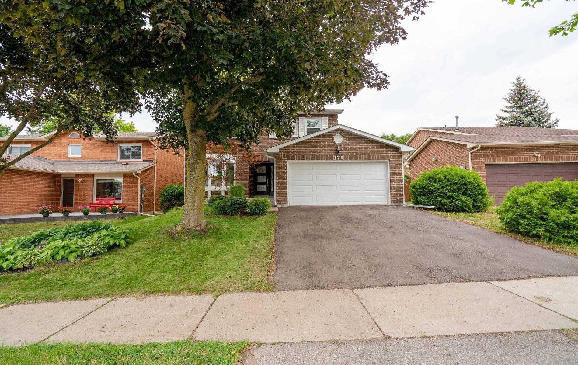 Detached house For Lease In Newmarket