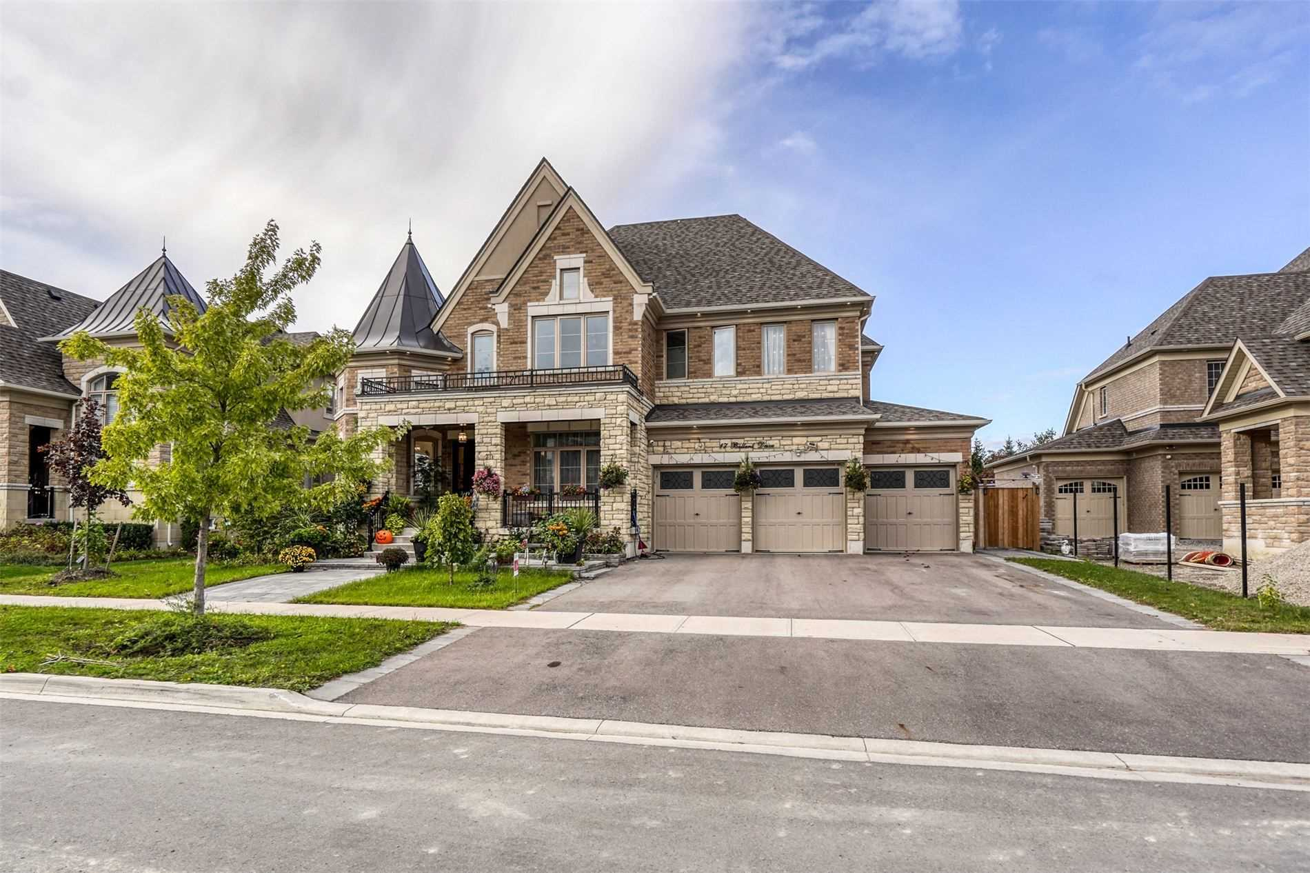 Detached house For Sale In King