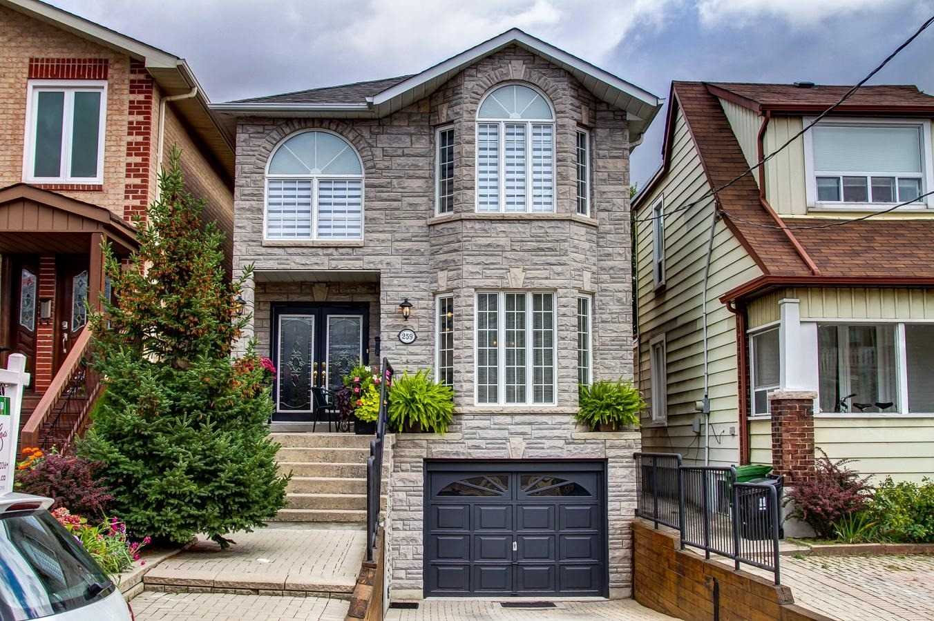 Detached house For Sale In Toronto - 259 Linsmore Cres, Toronto, Ontario, Canada M4J4L6 , 4 Bedrooms Bedrooms, ,4 BathroomsBathrooms,Detached,For Sale,Linsmore